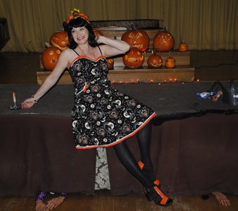 haunted-house-lady_1-halloween-2014.jpg
